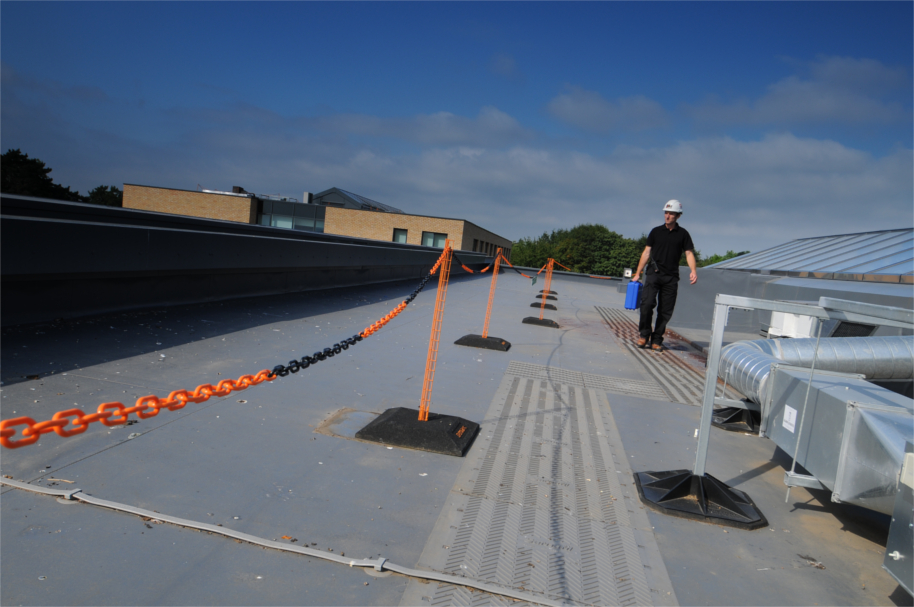 D-Marc: Flat Roof Fall Protection Barrier