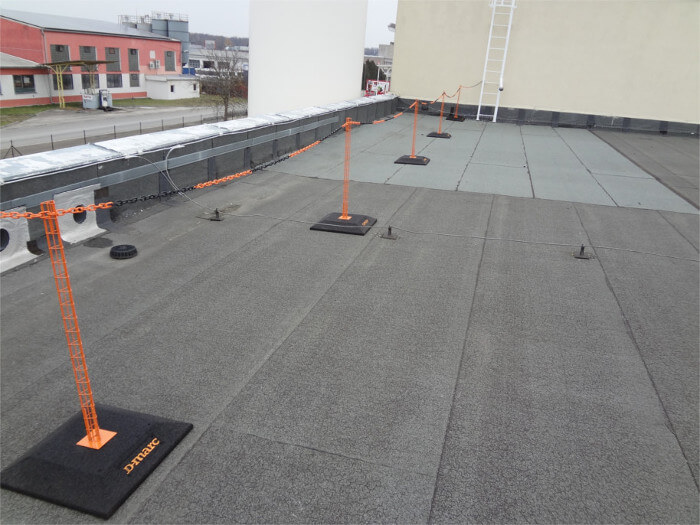 D-Marc: Barrier for Flat Roof