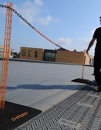 Flat roof demarcation